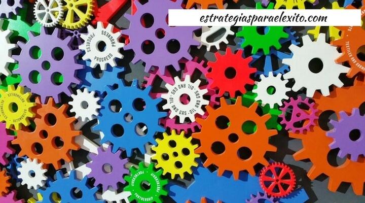 Engranajes que simbolizan optimiza tu proceso de ventas